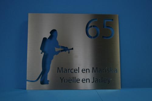 Naambordje Slaapkamerdeur : RVS naambord naar ontwerp van de klant
